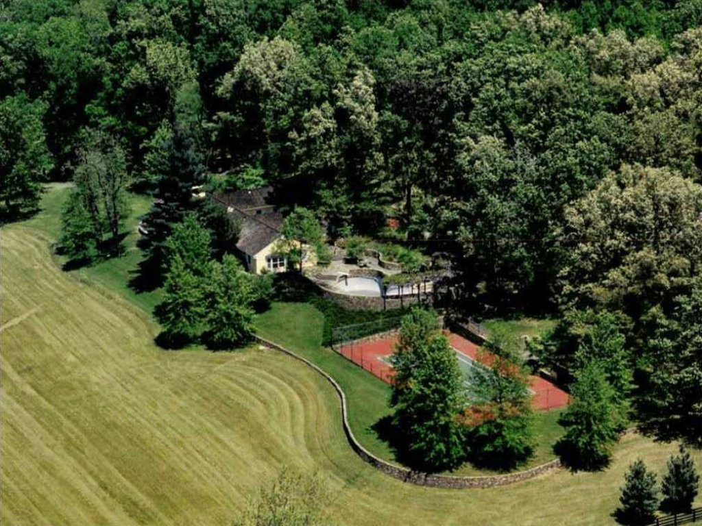Wexford, the idyllic Virginia retreat designed and built by President and Mrs. Kennedy, is now on the market for the first time in 22 years. The...