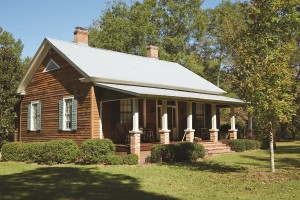The Leavells masterfully restored the historic 1835 home of Twiggs County pioneer Dan Bullard (1805-1894). The welcoming lodge next door was crafted with Charlane wood.