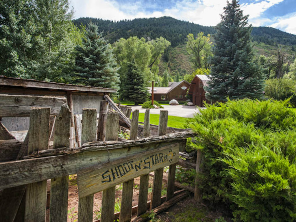 Ringo Starr lists Aspen getaway for $3.85 million. The Los Angeles Times reports that the Beatles drummer has listed his 15-acre Shoot N' Starr...