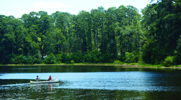 Nearby Lake Conroe offers swimming, canoeing, fishing, jet skiing, and waterskiing.